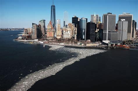 hudson river  frozen   show  york  deep
