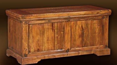 coffre de rangement en bois massif de style rustique