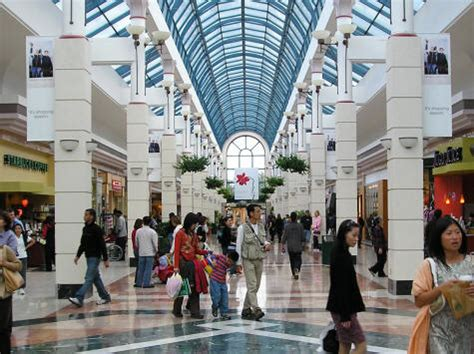 shopping destinations in vancouver canada