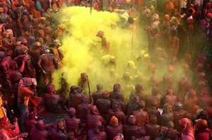 The Meaning Behind the Many Colors of India's Holi ...