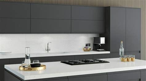 cuisine et plan de travail cuisine gris anthracite 56 idées pour une cuisine chic