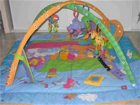 tapis d eveil tiny gymini kick and play tapis d 233 veil tiny gymini kick and play aukazoo