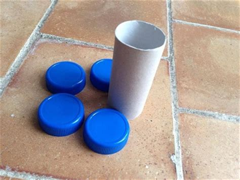 une activit 233 ou bricolage avec de la r 233 cup ici des rouleau en de papier toilette les