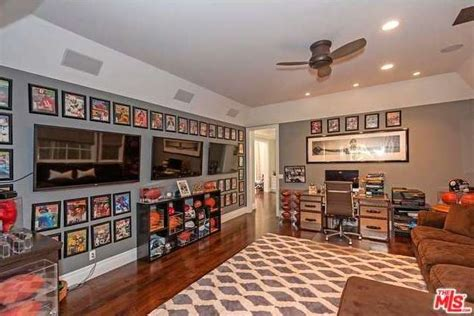 eat in kitchen island soap joshua morrow selling pacific palisades home