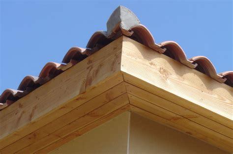 pose planche de rive bois planche de rive bois habillage passement de toit bois de construction