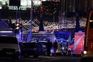 Berlin Holidays 2016 : casualties reported after truck plows into berlin holiday market business insider ~ Orissabook.com Haus und Dekorationen