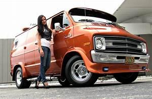Dodge   Ram Van Street Van