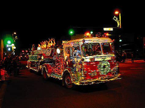 holiday parades  iluvlocalplacescom