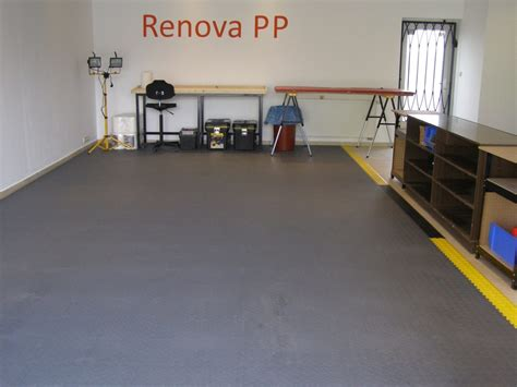 pvc fliesen garage pvc garagenboden mit klicksystem aus fliesen platten pvc bodenbelag f 252 r die garage j 228 ger plastik