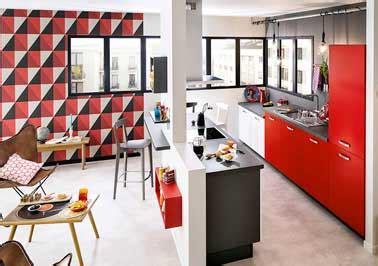 cuisine socoo c cuisine ouverte sur salon avec îlot noir et meubles