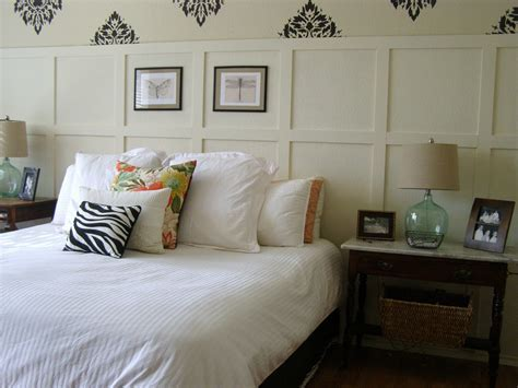 Small Rustic Bedroom Spaces With Queen Bed With White Bed