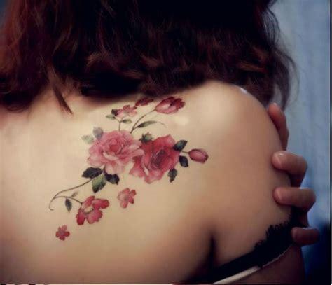 tatuaggio fiori sulla spalla rosa fiore spalla tatuaggio tatuaggio floreale di