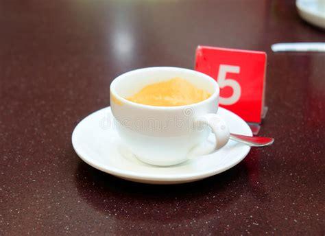 Smutsig kaffekopp arkivfoto. Bild av medf8ort, horisontal ...