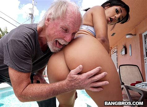 Old Man Loves The Booty Ass Parade Bangbros