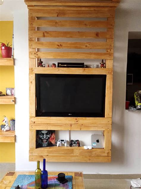 pallet entertainment center pallet media wall entertainment center 99 pallets Diy