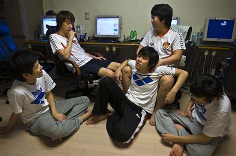 curfew curbs  game time  kids  south korea
