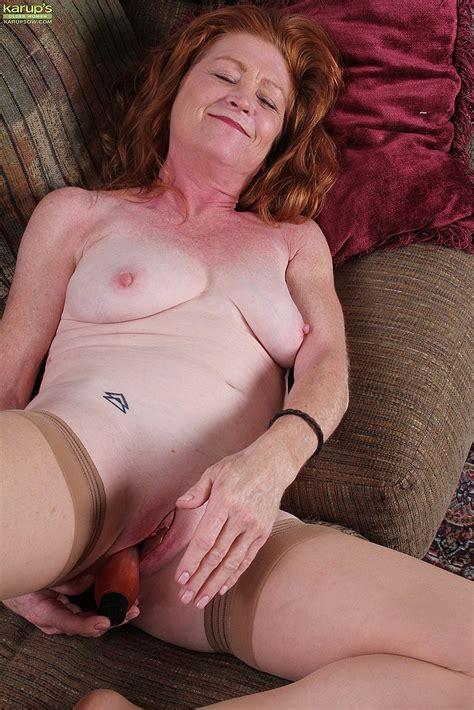 Redhead Mature Veronica Smith Toy Fuck Her Pink MILF Fox
