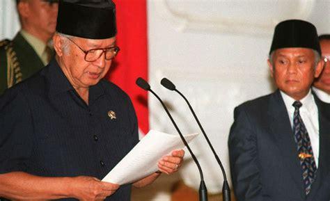 Beliau memimpin republik indonesia, selama 32 tahun. Kronologi Runtuhnya Rezim Orde Baru Soeharto | Tagar