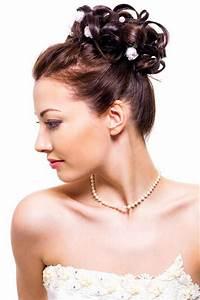 Haarband Für Dutt : hochsteckfrisuren f r die hochzeit einfache hochsteckfrisur lockentuff mit bl ten ~ Frokenaadalensverden.com Haus und Dekorationen