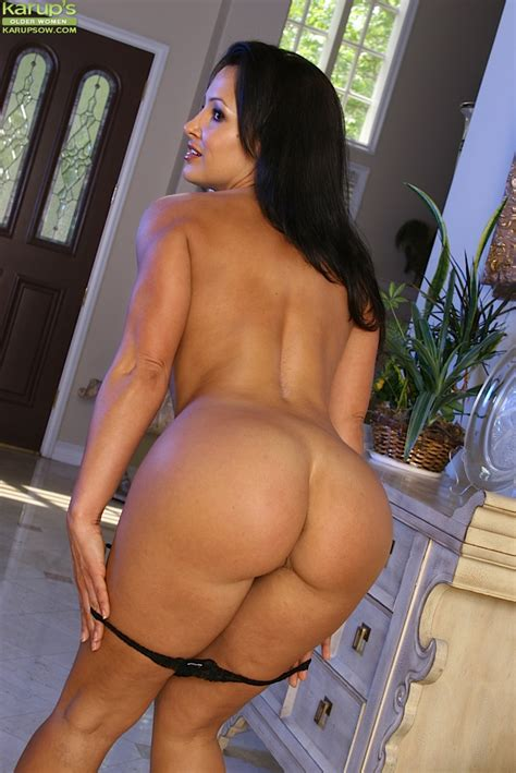 Leggy Brunette Milf Lisa Ann Bent Over For Trimmed Vagina