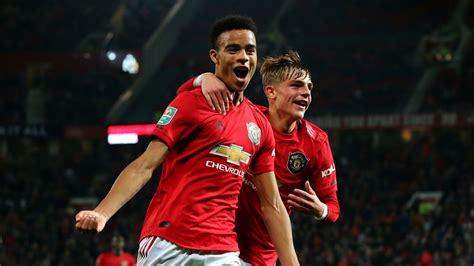 Man utd striker catches fulham keeper off his line with stunning lob. Man Utd 1 - 1 Rochdale - Match Report & Highlights