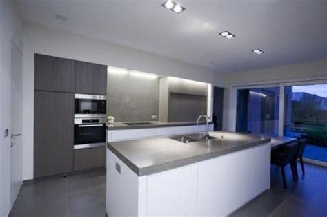 witte keuken met grijs blad witte keuken met grijs werkblad atumre