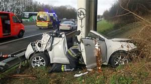 Vendre Une Voiture Dans L état : une voiture percute la pile d 39 un pont sur l 39 a54 pont celles la conductrice est d c d e l ~ Gottalentnigeria.com Avis de Voitures