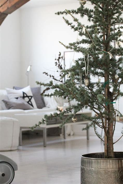 simple  minimalist christmas tree decorations home