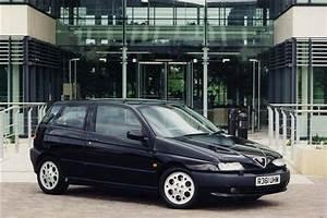 Alfa Romeo 145 : alfa romeo 145 1994 2000 review car review rac drive ~ Gottalentnigeria.com Avis de Voitures