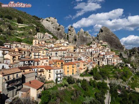 un si鑒e castelmezzano è un celebre borgo della foto castelmezzano