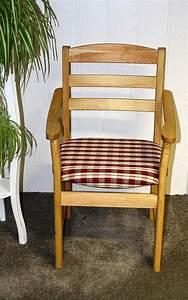 Massivholz Stuhl Mit Armlehne : massivholz stuhl mit armlehne beautiful rosaroter stuhl armlehnen massivholz barocker salon ~ Bigdaddyawards.com Haus und Dekorationen