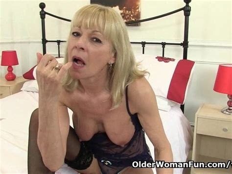 British Granny Elaine Gives Her Pussy A Treat Videos Porno Gratis Youporn
