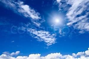 Jugendbett Mit Himmel : wei e wolken mit sonne im blauen himmel stockfoto colourbox ~ Whattoseeinmadrid.com Haus und Dekorationen