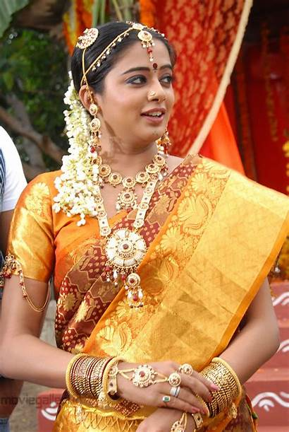 Saree Priyamani Traditional Stills Actress Telugu Silk