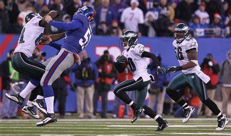 eagles stun giants  games final play   york times