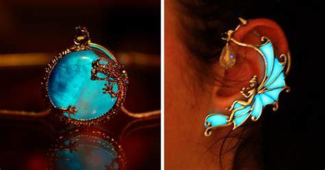 magical jewelry  glows   dark