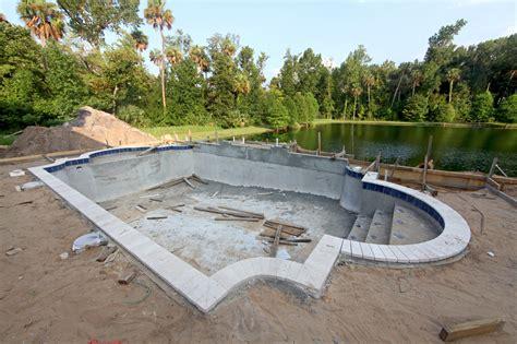 cout renovation cuisine le prix de construction d 39 une piscine en béton matériel et pose devis