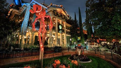 haunted mansion  making christmas spooky
