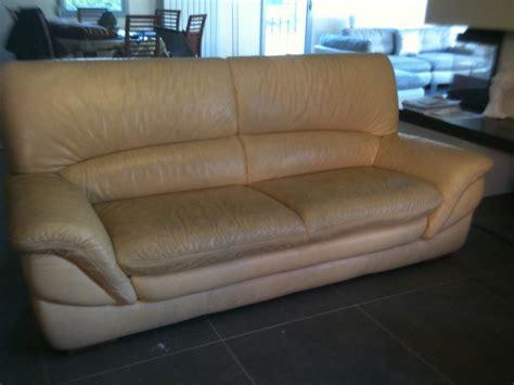 nettoyer canap en cuir nettoyage d 39 un canapé en cuir sur marseille restauration