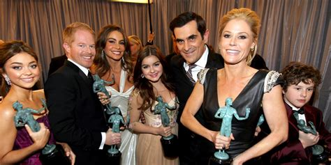 modern family julie bowen denies sofia vergara rivalry