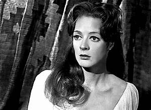 Here's what Maggie Smith looked like when she was young ...