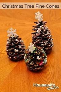 simple cute little christmas tree made of pine cones craft