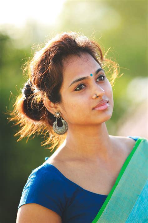 Actress Ramya Pandian latest photoshoot - Cine Info TV ...