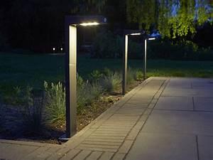 awesome lampe solaire jardin sans pile pictures design With carrelage adhesif salle de bain avec projecteur led puissant extérieur