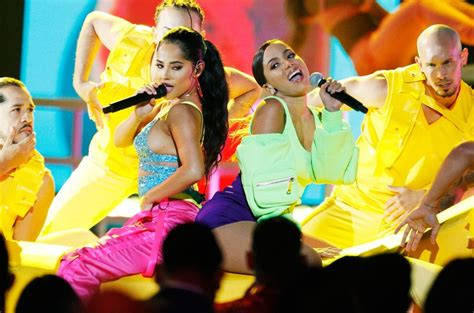 "Banana | Anitta e Becky G apresentam single no ""Billboard ..."
