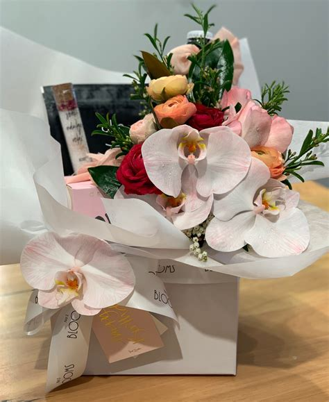 Blooms & Bundle | Flowers and Hampers by No1 Blooms