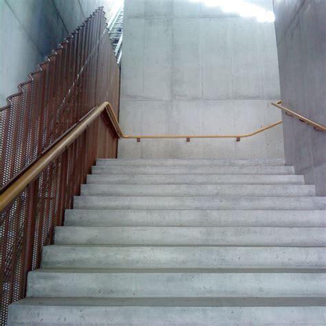 Treppe Handlauf Holz by Handlauf Treppen Glossar Baunetz Wissen