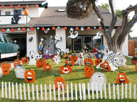 Cute Halloween Yard Stakes by 10 Scary Halloween Decoration Ideas For Your Garden