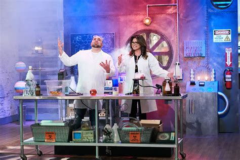 cuisine tv valerie bertinelli and duff goldman are back with a
