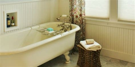 remodelaholic gorgeous  cottage master bathroom